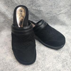 White Mountain black leather clog size 7.5